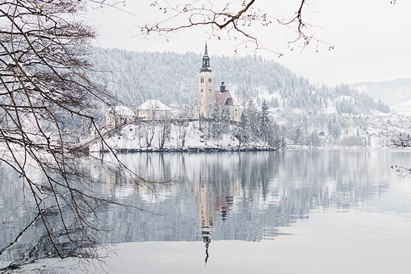 luggage shipping services to Lake Bled